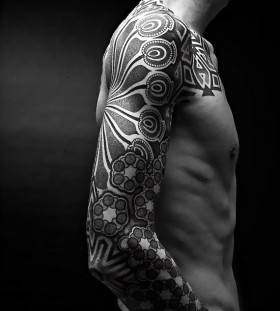 Owal ornaments men's arm tattoo