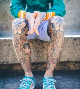 Pretty flowers tattoo on men's legs