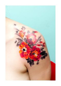 Shoulder flower's and insect's tattoo by Candelaria Carballo