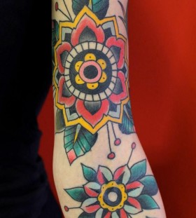 Simple flowers American Traditional Tattoo