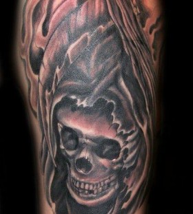 Simple looking skull tattoo