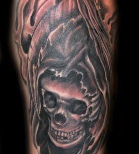 Simple looking skull tattoo