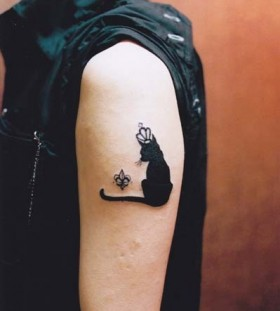 Smart black cat king style tattoo on arm