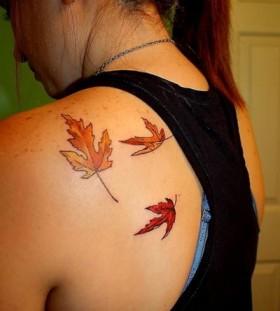 Three simple autumn leafs