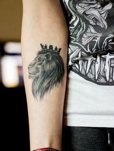 Wonderful black king style tattoo on arm