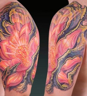 Pink awesome shoulder and arm flower tattoo by Tattoo da Semana
