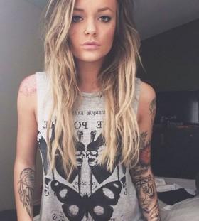 Pretty girl tattoo by Tattoo da Semana