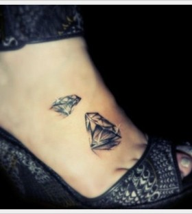 Girl's high-heels and diamond tattoo on leg