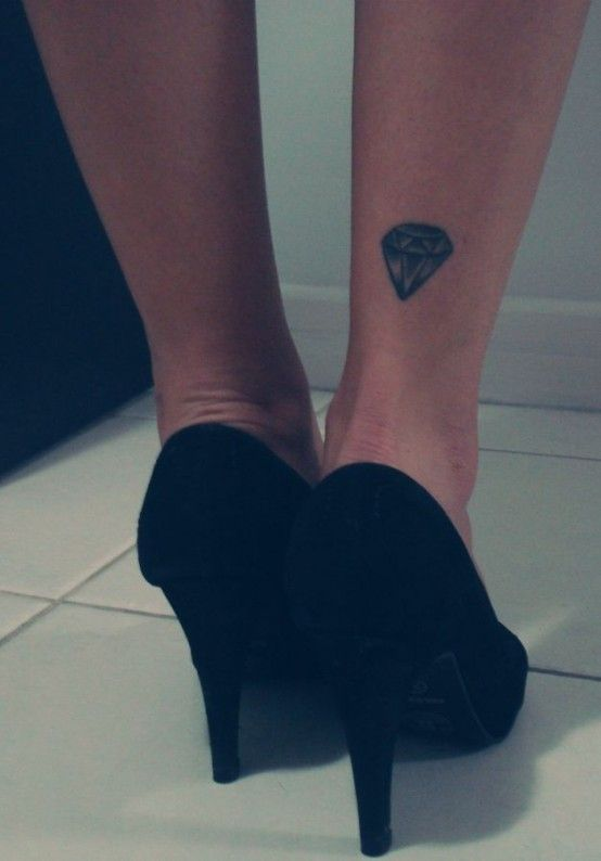 Pretty smal diamond tattoo on leg