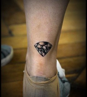Realistic back of diamond tattoo on leg