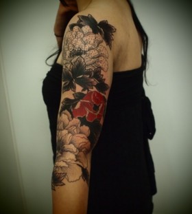 Awesome shoulder floral tattoo