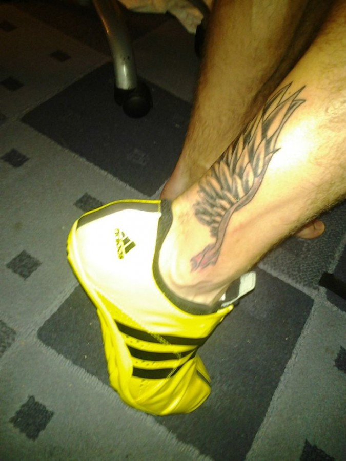Simple Men S Wing Tattoo On Leg Tattoomagz Tattoo Designs