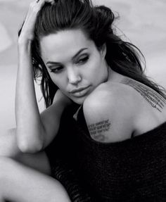Best actress Angelina Jolie famous people tattoo