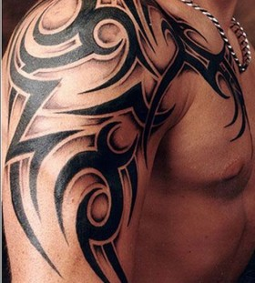 Cool shoulder men's tattoo