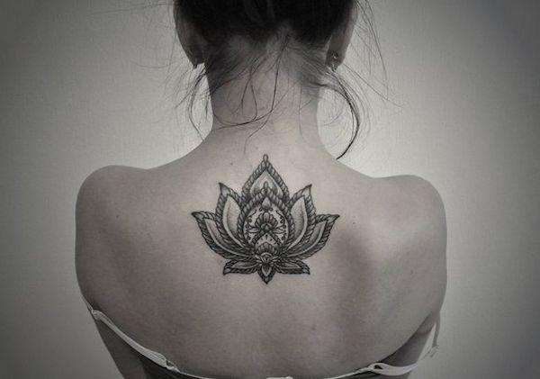 Realistic Woman S Back Lotus Flower Tattoo Tattoomagz