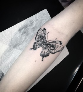 trippy-butterfly-tattoo-by-miltonreistatuador