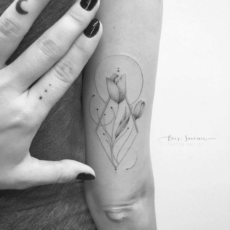 tulip flower tattoo by crizsuconic
