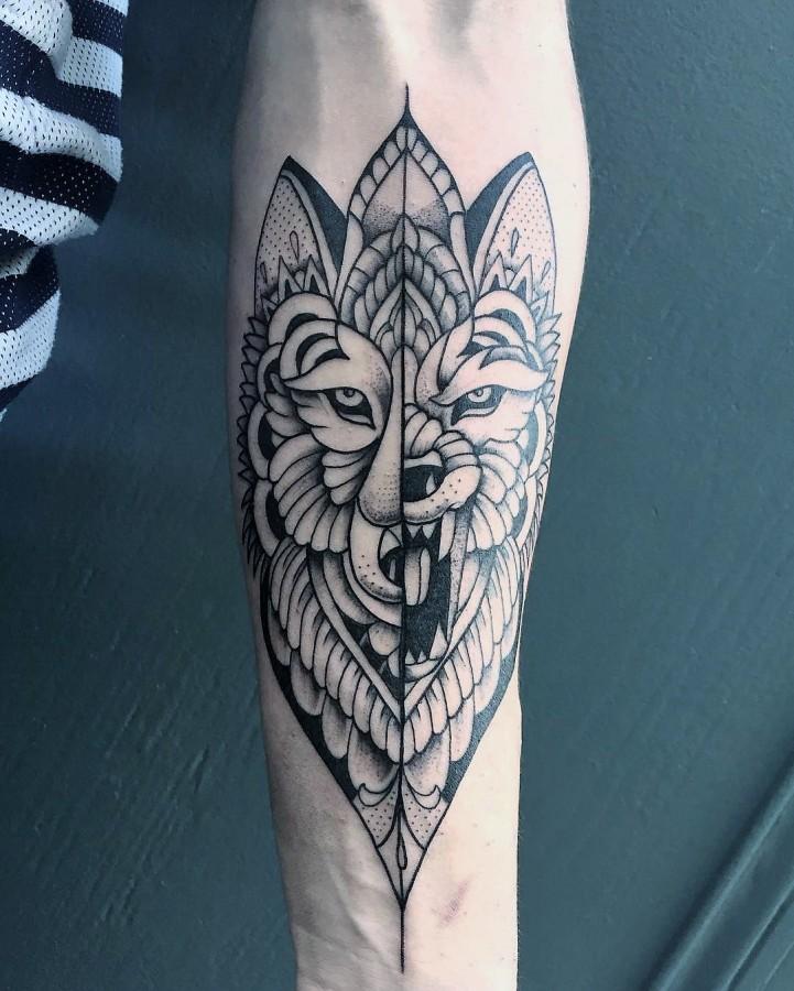 veenom-bleunoir-wolf-blackwork-tattoo