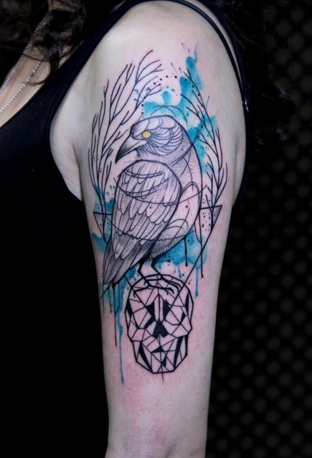 Watercolour crow on skull tattoo by Tyago Compiani