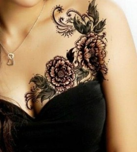 Wonderful girl's lace tattoo