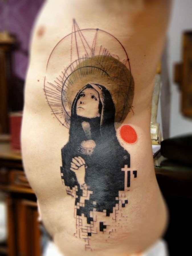 Xoil woman side tattoo
