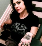 American Pickers Danielle Colby Hand And Fingers Tattoo
