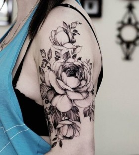 blackwork-rose-shoulder-tattoo