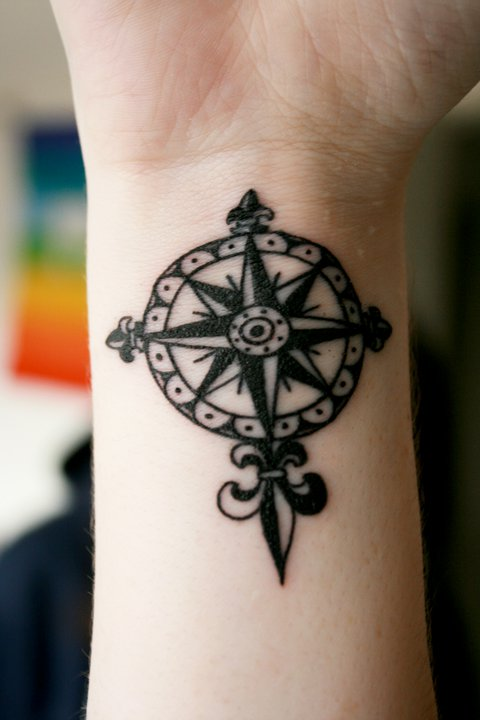 Temporary Tattoo Ideas – Compass Tattoo Design