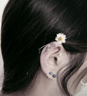 dainty-ear-flower-tattoo