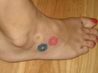 Colorful Daisy Flowers Foot-Tattoo Ideas for Women – Tattoos for Women