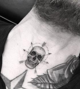_dr_woo-arrows-skull-tattoo