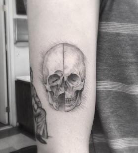 _dr_woo-davinci-skull-tattoo