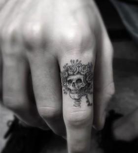 _dr_woo-finger-skull-tattoo