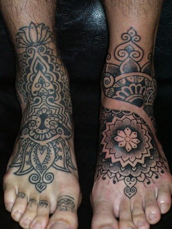 Awsome Tribal Tattoo Design on Feet for Men