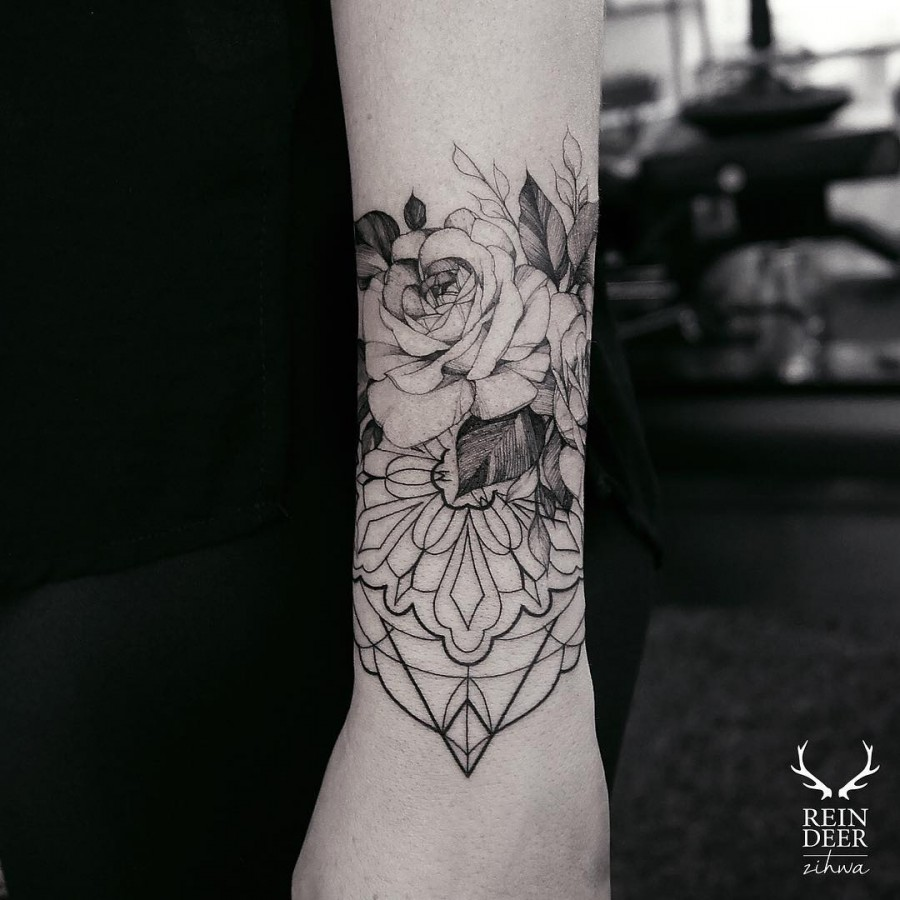 geometric-flower-tattoo