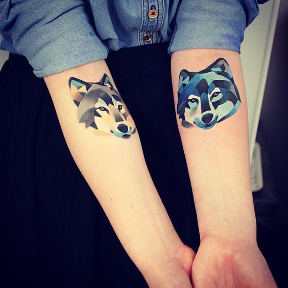 geometric-watercolor-wolf-tattoos
