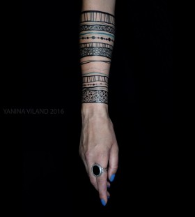 half-sleeve-banges-tattoo-by-yaninaviland