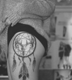 Gorgeous Hip Tattoo Design for Girls