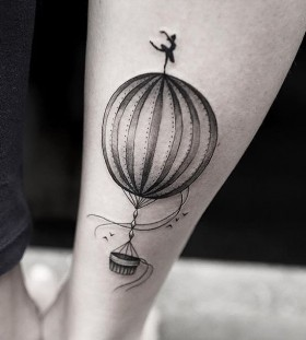 hot-air-balloon-tattoo-by-joice-wang