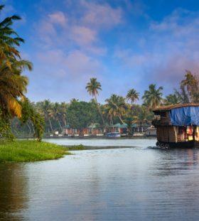 houseboat-kerala-india_119101-224