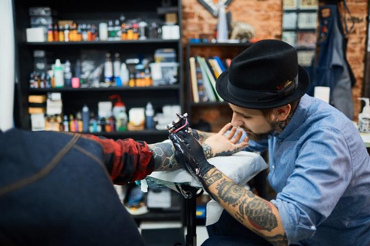 how much do tattoo artists make