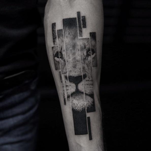 lion-tattoo-by-balazs-bercsenyi