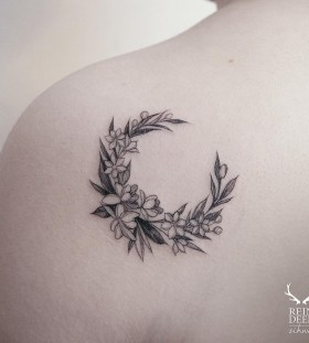 lovely-back-shoulder-flower-tattoo