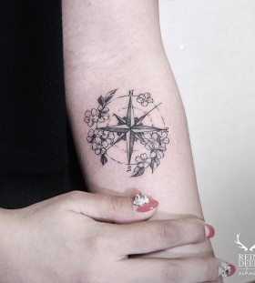 lovely-compass-and-flower-tattoos