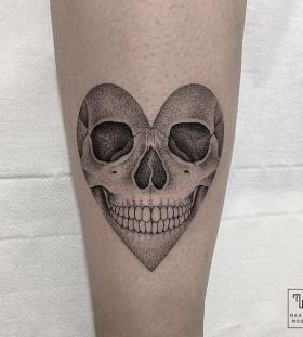 marla_moon-heart-dotwork-skull-tattoo
