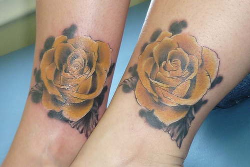 25 Adorable Matching Tattoos For Lovers
