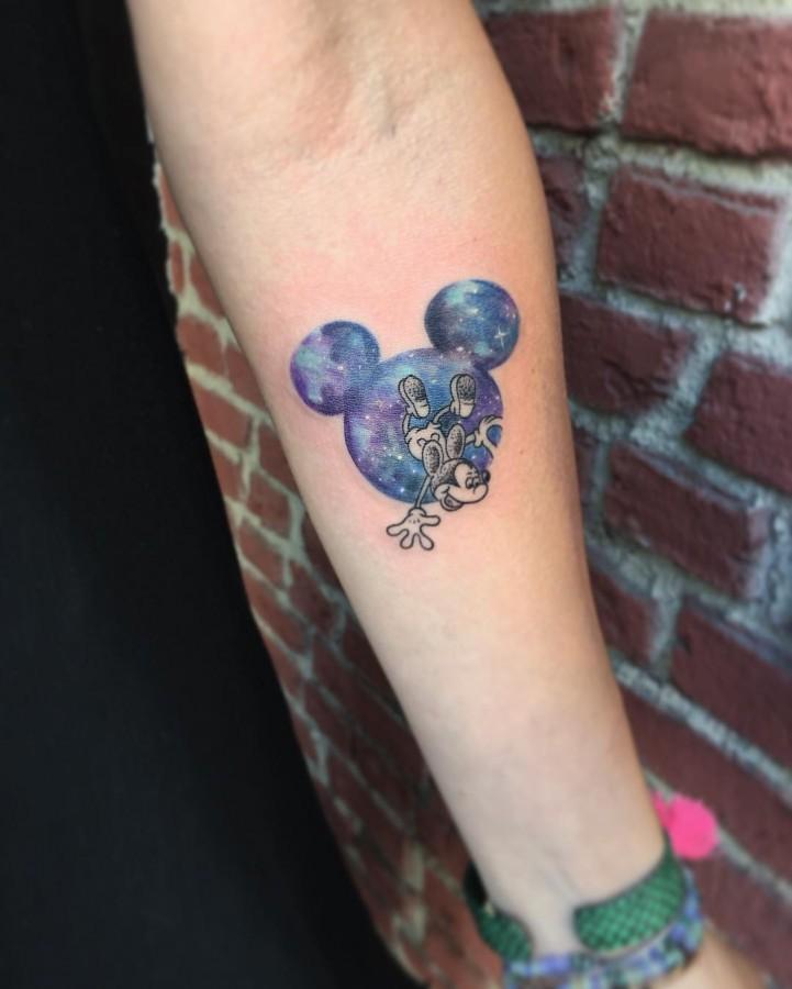 mickey-mouse-galaxy-circle-tattoo