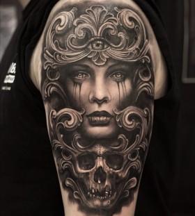 mumia916-roman-skull-tattoo