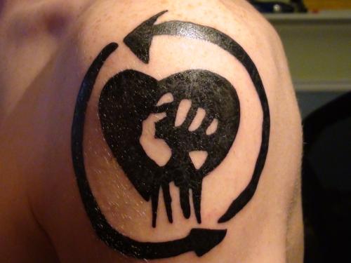 Awesome Shoulder Black-Tattoos Designs and Patterns For Men