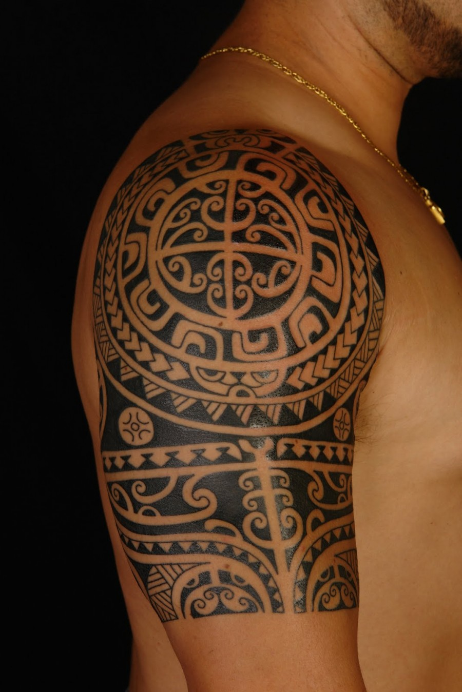 Awesome Polynesian Shoulder / Sleeve Tattoo Design for Men and Women